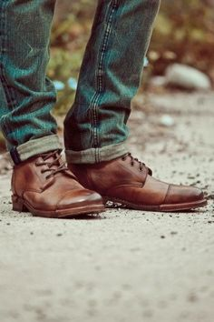 Love when guys wear shoes like these!