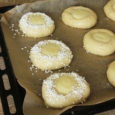 7. Strö över pärlsocker. Fika, Doughnut, Nutella, Baking Recipes, Food And Drink, Tasty, Sweets, Desserts, Milkshakes