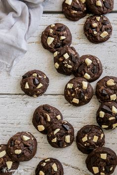 Triple Chocolate Chunk Chocolate Cookies Chocolate Cookie Recipes, Chocolate Cookies, Food Photography, Baking, Patisserie, Backen, Cooking Photography, Bread, Chocolate Chip Cookies