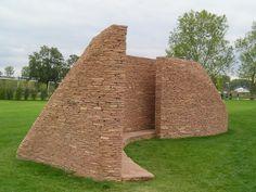 Jardins des 2 rives à Strasbourg (67) - sculpture en pierre (Grès des Vosges de Champenay) Rives, Strasbourg, Building, Gardens, Stone Sculpture, Buildings, Construction