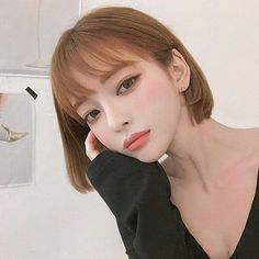 Tips To Bring Out Your Natural Beauty Korean Bangs Hairstyle, Korean Haircut, Girl Short Hair, Short Hair Cuts, Short Hair Styles, Pretty Korean Girls, Cute Korean Girl, Korean Hair Color, Asian Eye Makeup