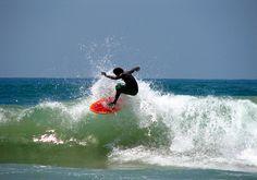 Surfing in Sri Lanka (www.secretlanka.com)
