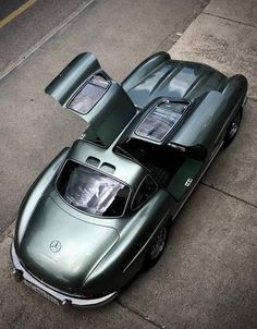 #Cars #collection #classic #vintage #collectibles #green #mercedes ✔️ Mercedes Amg, Bmw Classic Cars, Classic Mercedes, Cars Vintage, Mercedez Benz, Auto Retro, Pretty Cars, Corvette, Cool Cars