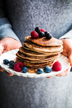oat, almond and banana vegan pancakes (gf) - pancakes vegani di avena, mandorle e banana
