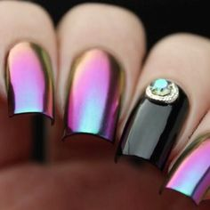 Look at this color shifting! Adorable nails by @nailsandtowel using Whats Up Nails - Paradise Powder from our store WhatsUpNails.com (link in bio). Our powders are the finest powders on the market! They can be applied over any dry regular polish (without UV or LED lamp) or gel polish. We ship worldwide from Arizona, USA! In our store whatsupnails.com you can get: · Whats Up Nails vinyl tape, stickers and stencils (nail vinyls) · Holographic, Chrome, Magic Shifting powders · Pure Color…