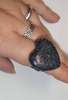 Black holographic Heart Ring