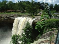 Most beautiful waterfalls in Alabama  Noccalula Falls