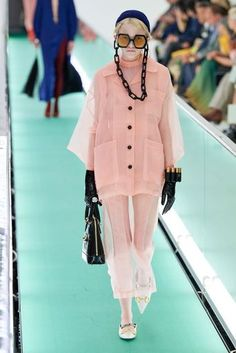 Gucci Spring 2020 Ready-to-Wear Fashion Show - Gucci Spring 2020 Ready-to-Wear Collection – Vogue - Gucci Fashion, Fashion 2020, Runway Fashion, Spring Fashion, Autumn Fashion, Hijab Fashion, Party Fashion, Diy Fashion, Vogue Fashion