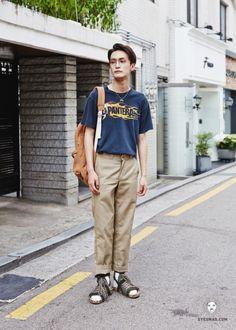 Korean Male Models, Men Street, Asian Fashion, The Man, Khaki Pants, Normcore, Poses, Street Style, Style Inspiration