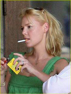 Katherine Heigl She landed the role of Isabel Evans on The WB television series Roswell for which she received nominations for Saturn and Teen Choice Awards. Katherine Heigl, My Father The Hero, Girls Smoking Cigarettes, Wilhelmina Models, Teen Choice Awards, Girl Smoking, Celebs, Celebrities, Child Models