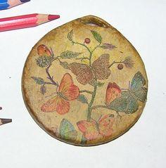 Handmade-kursy ,wzory ,tutoriale: Decoupage na zawieszce z gazetowych rurek