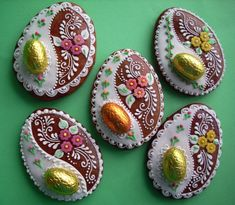 Pro koledníky works of art! I would love to taste one! Fancy Cookies, Iced Cookies, Cute Cookies, Easter Cookies, Easter Treats, Holiday Cookies, Galletas Cookies, Festa Party, Egg Decorating