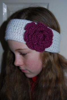 Free and really Easy Crochet Flower patterns. My Daughter was looking for a headband with a crochet flower  design on it. Make a head band no...