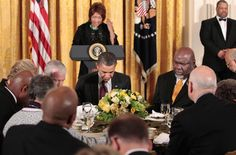 Bishop T.D. Jakes praying with President Barack Obama