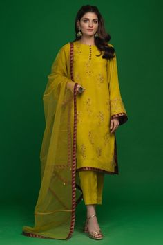 Welcome to zaaviay official online store! Get uraan new pret pure raw silk & khaddi net summer clothe's collection 2020 with spring colors for pakistani festivals... Rty & weddings. Get ready to wear hand embroidery designer suit with trouser pants & dupatta design in s... L...... Ack... D... Ey... Ue in 2 pcs & 3 pcs. Two Piece Formal Dresses, Summer Formal Dresses, Stylish Dresses For Girls, Pakistani Formal Dresses, Formal Dresses With Sleeves, Wedding Dresses For Girls, Pakistani Dress Design, Formal Dresses For Women, Pakistani Suits