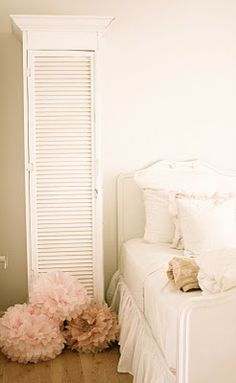 I like the shutter cabinet- on my list of things to make for Alexandra's room!