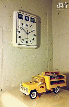 HAUSMANN 사무실에 있는 요 노란 트럭~ 너무 귀엽다 ㅎㅎ