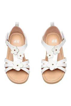 2002d17ab Sandalias con aplicación Cute Girl Shoes