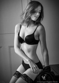 Joanie en noir et blanc - Georges Paquin Photo Boudoir, Bikinis, Swimwear, Portrait, Fashion, Black N White, Photography, Bathing Suits, Moda