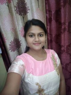 Beautiful Girl In India, Beautiful Girl Image, Beautiful Saree, Beauty Full Girl, Real Beauty, Beauty Women, My Family Photo, Family Photos, Girl Number For Friendship