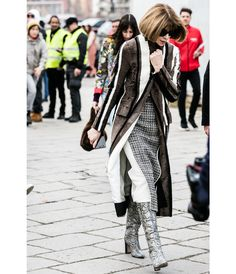 La Fashion Week automne-hiver 2016-2017 de Milan bat son plein, découvrez les meilleurs looks pris sur le vif à la sortie des défilés. Photos par Sandra Semburg.