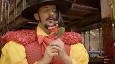 """Zelão busca """"sunspiração"""" para ditar carta de amor para sua amada Juliana.."""