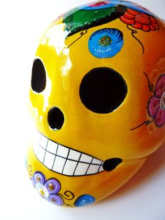 Bye bye yellow skull! Gone to a new home in Paris. #sugar #skull #mexican #crâne #mexicain #têtedemort #diademuertos #dayofthedead #yellow #jaune #flower #fleur #ceramic #mexico #mexique #decor #déco