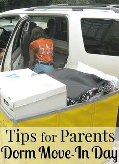 Dorm Move-In Day Tips - Organized 31 Dorm Move-In Day doesn't have to be stressful or painful. Use these tips for parents to make college move-in day easier. I've moved my daughter into her dorm twice by myself and these tips are a huge help. College Dorm Checklist, College Packing Lists, College Dorm Essentials, College Necessities, College Hacks, Room Essentials, College Planning, College Humor, Education College