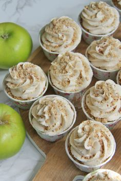 Apple Crumble Cupcakes Recipe from Jane's Patisserie. Cupcake Flavors, Cupcake Recipes, Cupcake Cakes, Dessert Recipes, Cupcake Ideas, Muffin Recipes, Mini Cakes, Apple Crumble Cake, Cinnamon Cupcakes