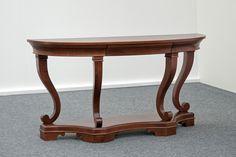 Előszoba asztal a reneszánsz kort idézve. Feratt
