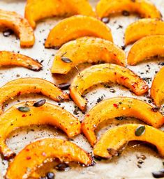 Baked slices of pumpkin with thyme and honey. healthy dessert for gourmets. Healthy Taco Recipes, Healthy Tacos, Healthy Soup, Healthy Smoothies, Crockpot Lunch, Recipe For Teens, 100 Calories, Easy Salads, Cheap Meals