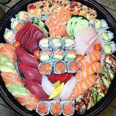 Make Sushi 1 Think Food, I Love Food, Good Food, Yummy Food, Sushi Recipes, Seafood Recipes, Asian Recipes, Recipes Dinner, Food Platters