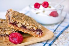 Raspberry Bars from Daily Burn - In this recipe we replaced some of the flour with germ but the wholesome breakfast bars are also filled with fiber from oats flax seeds and raspberries. Enjoy one with a cup of yogurt for a well-rounded morning meal. Lunch Box Recipes, Fruit Recipes, Dessert Recipes, Cooking Recipes, Recipies, Desserts, Healthy Bars, Healthy Snacks, Breakfast Bars