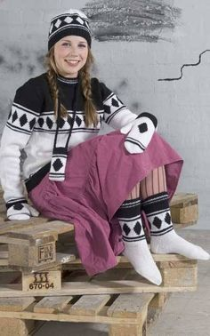 Nordic Yarns and Design since 1928 Knit Art, Freeform Crochet, Knitting Accessories, Handicraft, Rain Jacket, Windbreaker, Socks, Winter Jackets, Sewing