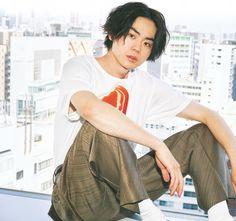 ViVi国宝級イケメンランキング 1位は菅田将暉 - ライブドアニュース Japanese Love, Anatomy Poses, Best Portraits, Photo Reference, Japan Fashion, Men Looks, Asian Men, Handsome Boys, Pretty People