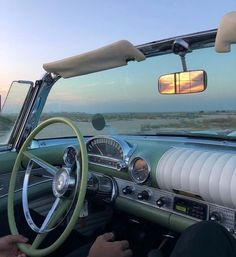 Travel journey путешествие car j Summer Aesthetic, Aesthetic Vintage, Aesthetic Photo, Aesthetic Pictures, Aesthetic Green, Aesthetic Fashion, Motos Retro, Carros Vintage, Summer Dream