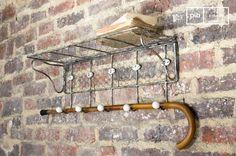 Se puede integrar la malla metálica con ganchos numerados en cualquier estilo de interior y añadirá un toque de estilo vintage.