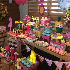 Alice in Wonderland Sweets Table Flamingo Party, Flamingo Birthday, Pig Birthday, Birthday Ideas, Pool Party Decorations, Birthday Decorations, Chesire Cat, Mad Hatter Party, Rock Star Party