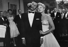 """Frank Sinatra and Shelley Winters in """"Meet Danny Wilson"""" 1951 Shelley Winters, Old Hollywood Stars, Classic Hollywood, Big Crush, Young At Heart, Actors & Actresses, Hollywood Actresses, Singer, Musica"""