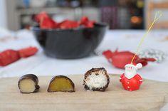 Itt a tökéletes házi szaloncukor kalauz olyanoknak, akik még sosem csináltak ilyesmit, de idén belevágnának, mert elegük van a silány vagy éppen szörnyű drága bolti Lollipop Candy, Xmas, Christmas, Cake Cookies, Sweet Recipes, Candle Holders, Coconut, Cooking Recipes, Pudding
