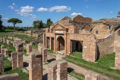 #OstiaAntica fue el principal puerto de #Roma durante 600 años onde habitaban marineros, comerciantes y esclavos. La ciudad fue abandonada tras las invasiones bárbaras. http://www.viajararoma.com/ciudades-para-visitar-cercanas-a-roma/ostia-antica/ #turismo #viajar #Italia