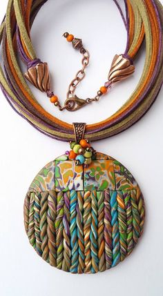 Love the details in this pendant! The Effective Pictures We Offer You About Polymer Clay Jewelry pat Polymer Clay Kunst, Polymer Beads, Polymer Clay Necklace, Polymer Clay Pendant, Polymer Clay Projects, Clay Beads, Textile Jewelry, Fabric Jewelry, Boho Jewelry