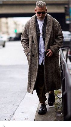 Nick Wooster - too hip for words. Nick Wooster, Mode Masculine, Raining Men, Well Dressed Men, Mode Style, Men Looks, Mens Suits, Stylish Outfits, Street Wear
