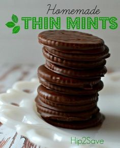 Do you love Girl Scout Cookies? Make these copy-cat Thin Mints with a few ingredients from home! Adapted from Averie Cooks Homemade Thin Mint Cookies - Homemade Thin Mints (Easy No Bake Cookie) by (It's Not Your Grandma's Coupon Site) Mint Recipes, Candy Recipes, Cookie Recipes, No Bake Recipes, Quick Recipes, Easy No Bake Cookies, No Bake Treats, Baking Cookies, Köstliche Desserts