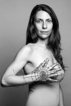 Prev | Next 2/42  Elena Roger para #ManosDeMujer  #ManoDeCantante es Elena Roger fotografiada por Fabiana Barreda