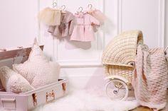 Avril et Jim bedroom  Little girl bedroom, Pink bedroom, Kid bedroom ideas, Pink suitcase, Star cushion, Wicker baby carriage