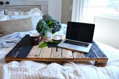 pallet bed tray Funky Junk Interiors (make it taller so you can get your knees under it) Diy Wooden Projects, Reclaimed Wood Projects, Pallet Crafts, Wooden Diy, Reclaimed Timber, Wooden Crafts, Diy Crafts, Pallet Desk, Wooden Pallet Furniture