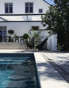 Pool love chez Daniella Witte www. Outdoor Pool, Outdoor Spaces, Outdoor Gardens, Outdoor Living, Outdoor Decor, Villa, Garden Pool, Pool Houses, Elle Decor