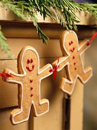 gingerbread garland ~ instead of gingerbread cookies, you can cut gingerbread men (make template or cookie cutter) out of cork board material & decorate with puff paint ~ it's very light weight & can be used for years.
