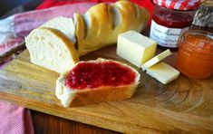 Homemade bakery French bread in minutes. This simple and easy French bread recipe will be a hit in your home. It only takes a little more than an hour to have hot, fresh bread straight out of the oven. Forget the bakery when you can make it at home! Easy French Bread Recipe, Basic Bread Recipe, Homemade French Bread, French Bread Loaf, Easy Bread Recipes, Cooking Recipes, Pizza Recipes, Diet Recipes, Cake Recipes